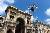 Galleria vittorio emanuele ii, a fachada frontal superior, milão, itália — Foto Stock