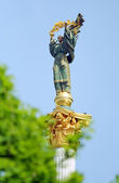 Statue on top of column monoment to Independance — Stock Photo
