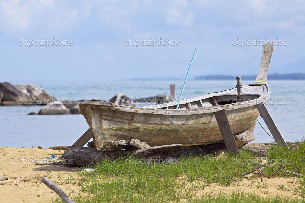 Traditional thai wooden boat — Stock Photo #3879470