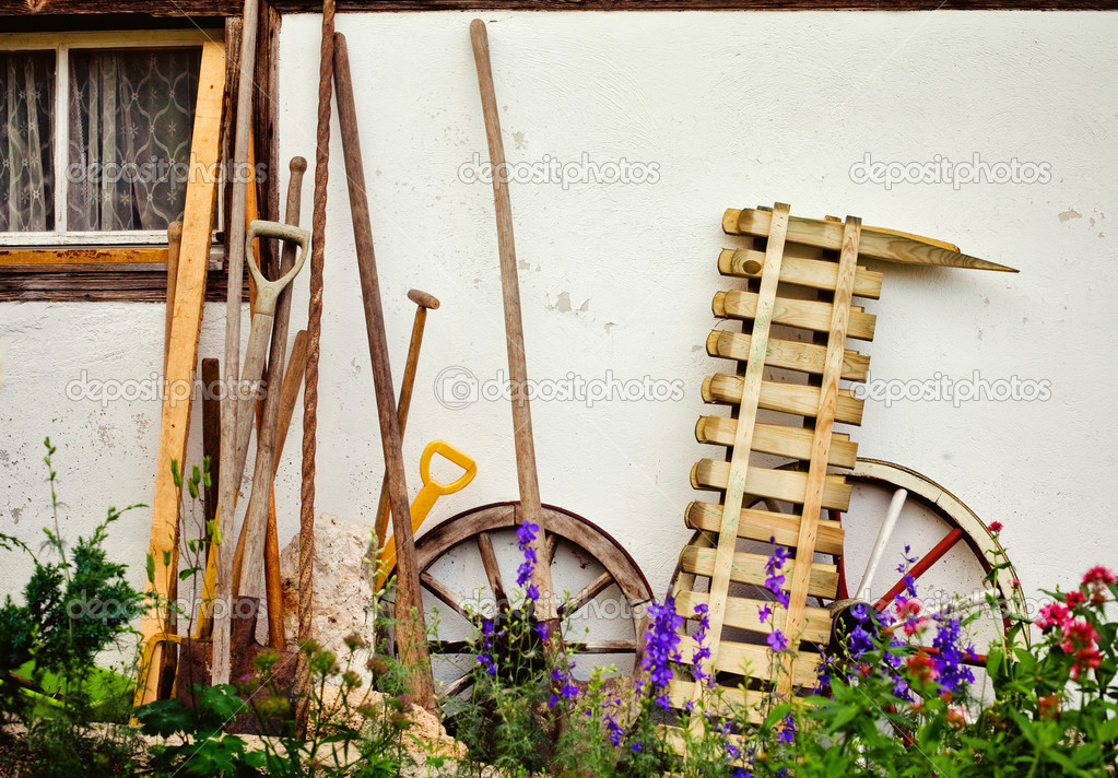 Gardening tools and wall — Stock Photo #3570308