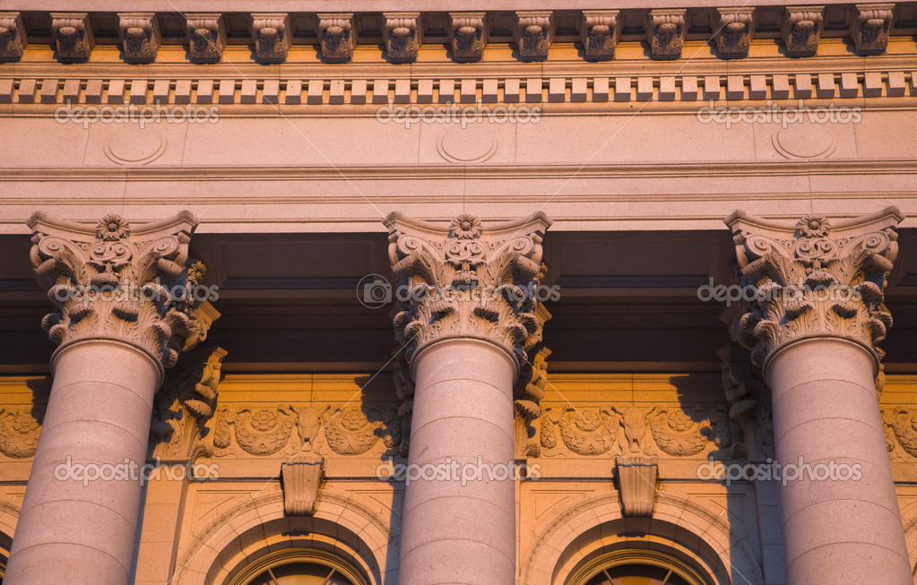 Columns - State Capitol of Wisconsin in Madison in warm light. — Stock Photo #3575708