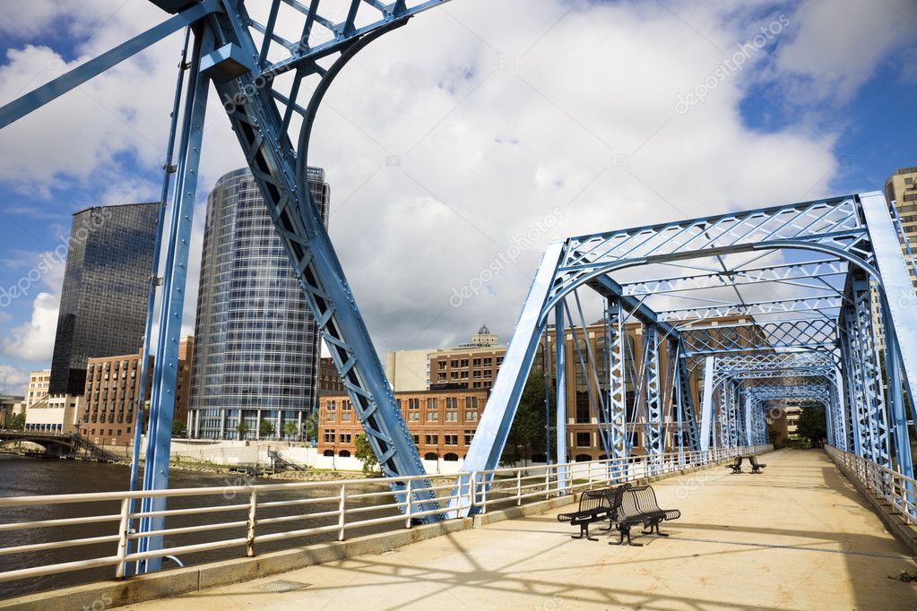 Blue bridge in Grand Rapids, Michigan, USA. — Stock Photo #3576068