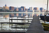 Downtown Madison seen acrross Lake Monona — Stock Photo
