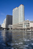 Gefrorene Chicago river — Stockfoto