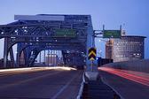 Traffic on the bridge — Stock Photo