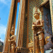 The statues of giant at Wat Phra Kaeo — 图库照片