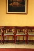 стулья и живопись — Стоковое фото