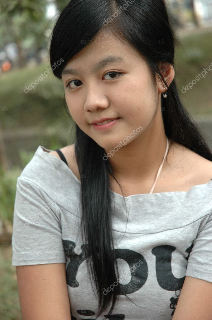 Young asian lady with nice smile expression — Stock Photo #3663453