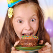 Girl in her birthday cake absorbs — Stock Photo