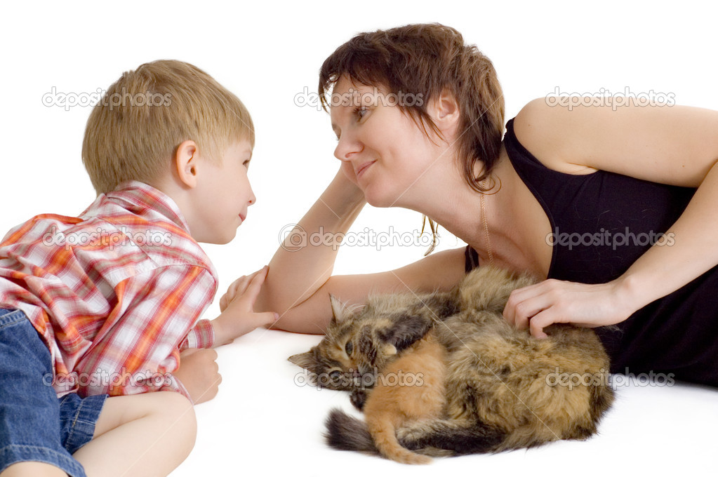 Mother and son with cat and eating kitten isolated on white background — Stock Photo #3635430