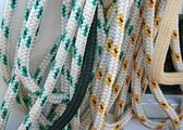 Colored ropes on sailing boat — Stock Photo