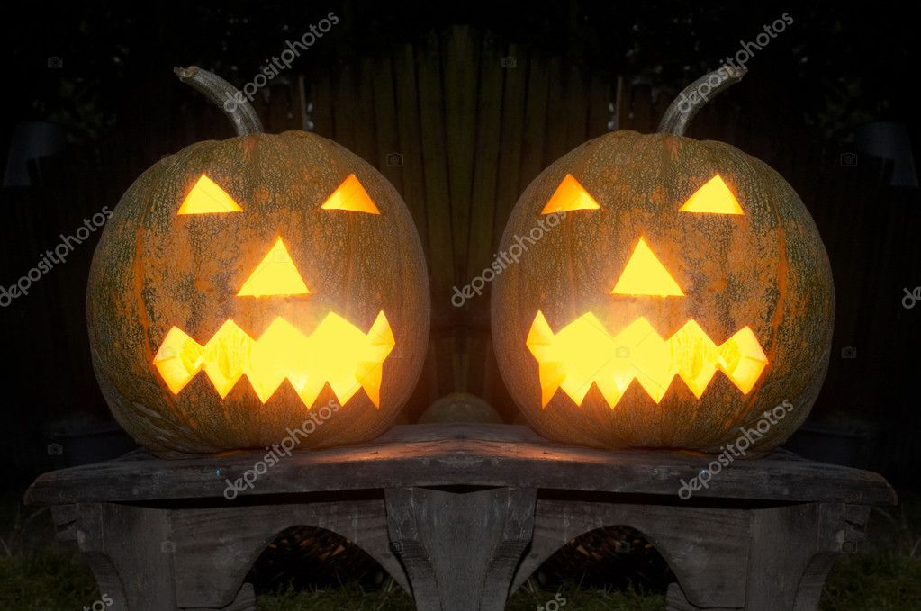 Two Shining face being cut in a pumpkin — Stock Photo #3872291
