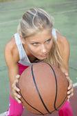 Young woman playing basketball — Stock Photo
