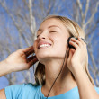 Teenage girl listening to the music — 图库照片