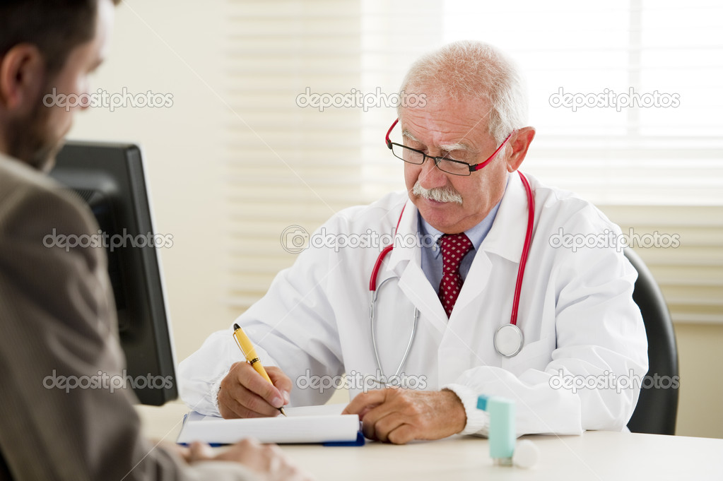 Senior doctor with his patient — Stock Photo #4214683