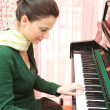 Beautiful pianist — Stock Photo