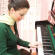 Beautiful pianist — Stock Photo