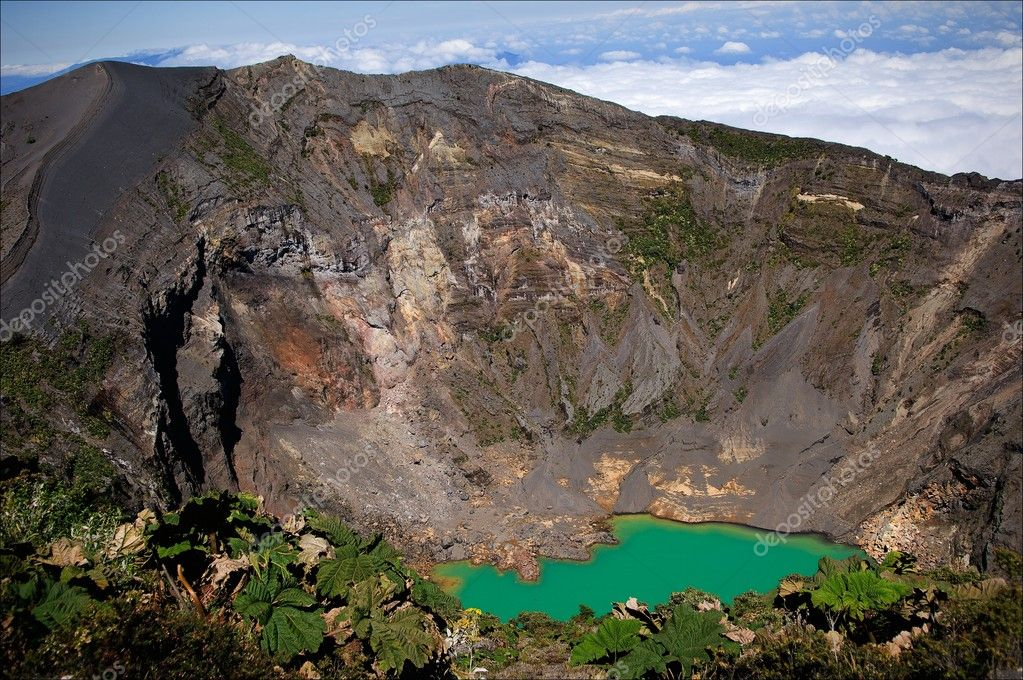 The Irazu Volcano  is an active volcano in Costa Rica, situated in the Cordillera Central close to the city of Cartago. — Stock Photo #3832193