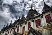 Tajski Pagody lohaprasada, Tajlandia. — Zdjęcie stockowe