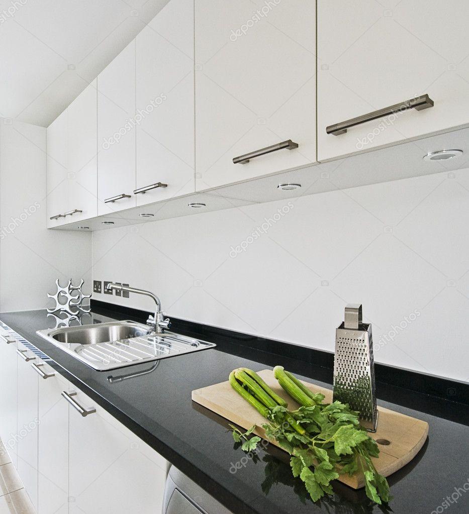 Moderne weiße Küche — Stockfoto © jrphoto #3700408
