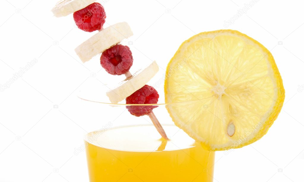 Refreshing lemonade with a slice of lemon isolated — Stock Photo #3822465