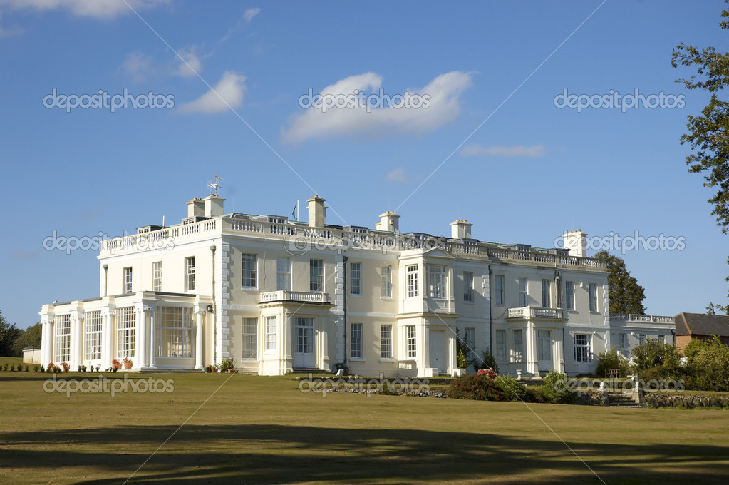 A large white house in the countryside — Stock Photo #3768598