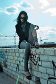 Jovem no telhado — Foto Stock