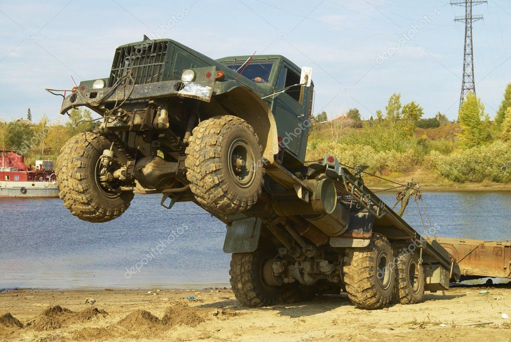 Truck is pulling element of pontoon bridge from river — Stock Photo #3862887