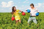 Giovane coppia alle quote — Foto Stock