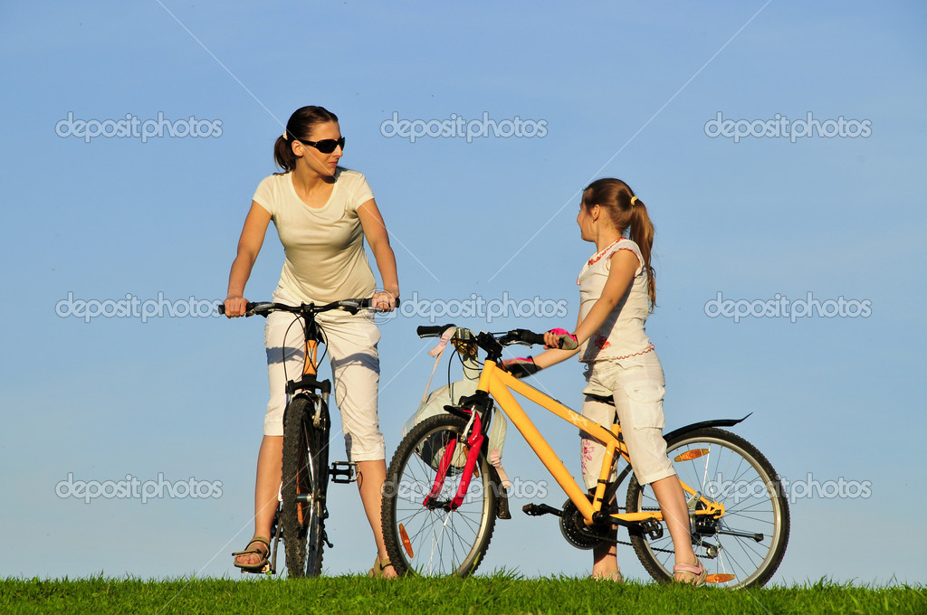 Mother and her dauhgter riding on a bicycles — Stock Photo #3774644