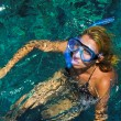 The beautiful girl is snorkeling with a mask in a red sea — Stockfoto