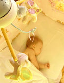 The child in the bed The baby sleeps in the bed — 图库照片