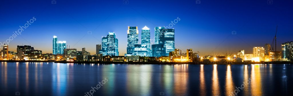 Panoramic picture of Canary Wharf view from Greenwich.  — Stockfoto #3827843