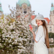 Fashion shot of a young woman against the Neus Rathaus Hannover — Stock Photo