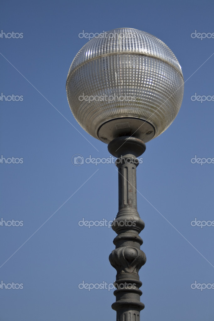 Perfectly round modern lamppost, with translucent screen — Stock Photo #3912973