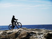 Silhouette of the child-bicyclist. — Stock Photo