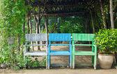 Drei alte stuhl drei farbanteile — Stockfoto