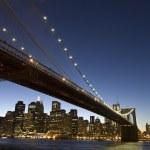 Brooklyn bridge at dusk — Stock Photo