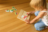 Child solving puzzle — Stock Photo