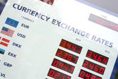 Currency exchange rates board — Stockfoto