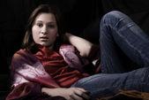 Porträtt av en ung flicka — Stockfoto