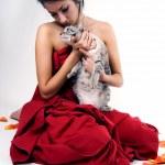 漂亮女人与猫 — 图库照片