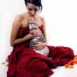 Young beautiful brunette taking care of the cat — ストック写真