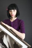 Portret młoda brunetka z malarstwa — Zdjęcie stockowe