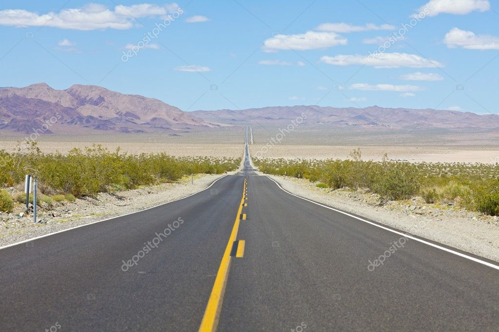 Long desolate open highway into Death Valley National Park, California — Stock Photo #3898457