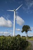 Turbina de viento en la carretera 2 — Foto de Stock
