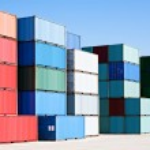 contenedores de carga en la terminal de Puerto — Foto de Stock