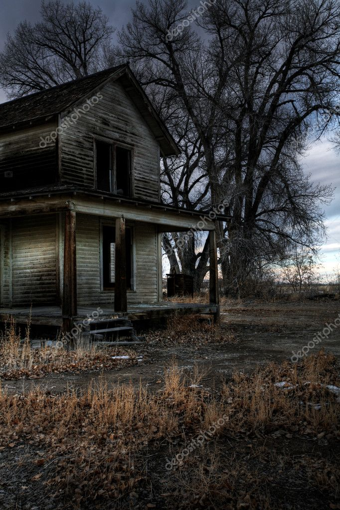 Haunted house (so I was told) in rural Wyoming, long abandoned. A dark, moody HDR image with subtle addition of grain. — Stock Photo #3885799