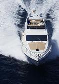 Włochy, sycylia, wyspy panarea, luksusowy jacht, widok z lotu ptaka — Zdjęcie stockowe