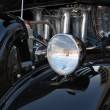 koplamp en de motor van zwarte hot rod — Stockfoto #3888901